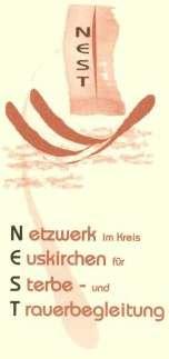 """Logo des NEST e.V., Grafik: Mechtild Ebert: Mehrere hellbraune Federn bilden ein Nest, auf einer Feder im Hintergrund finden sich die vier Buchstaben """"NEST"""". Darunter der volle Name des Vereins: """"Netzwerk im Kreis Euskirchen für Sterbe-und Trauerbegleitung"""""""